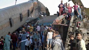 Tren felaketi onlarca can aldı... Mısır'daki korkunç kaza kameraya böyle yansıdı!