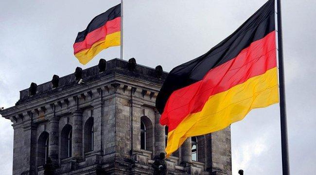 Almanya'da, Kovid-19 kısıtlamalarının hafifletilmesi hizmet sektörünü olumlu etkiledi
