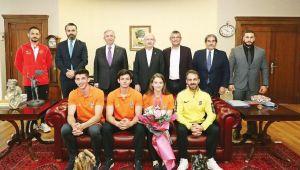 Kılıçdaroğlu Dünya şampiyonu Ayşe'yi ağırladı