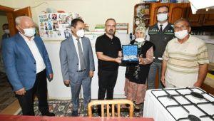 AK Parti Grup Başkanvekili Bülent Turan, Lapseki'de doğal gaz bağlanan evlere konuk oldu